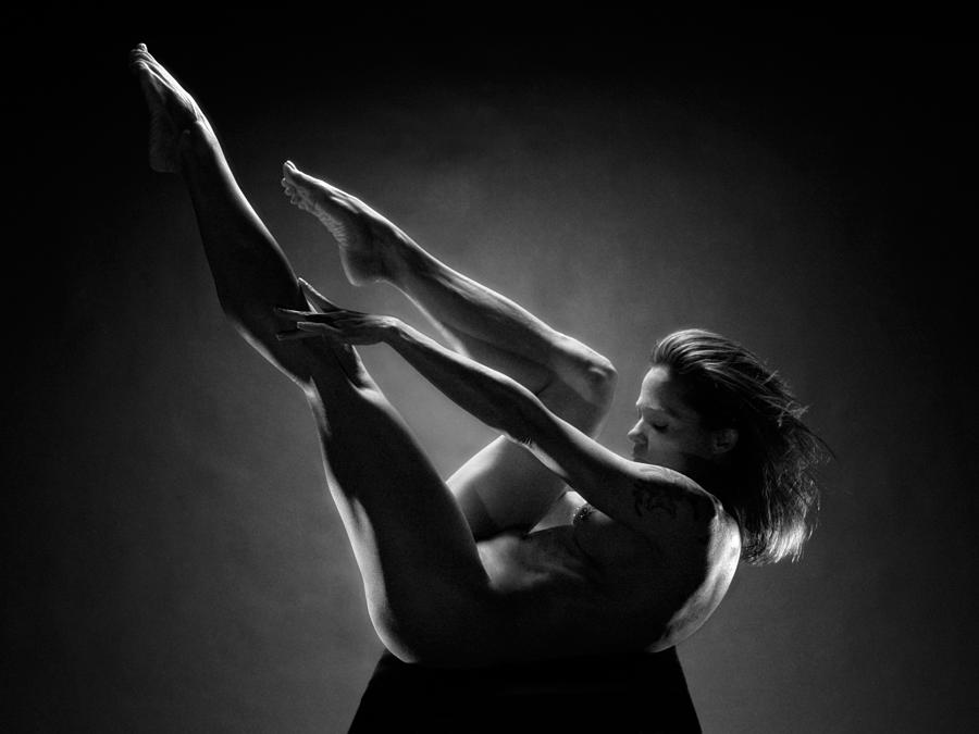 0156-art-nude-black-white-strong-mature-woman-chris-maher.jpg