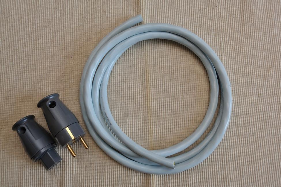 vi monterer supra lorad 3x2 5 kabel med iec og nettstikk. Black Bedroom Furniture Sets. Home Design Ideas