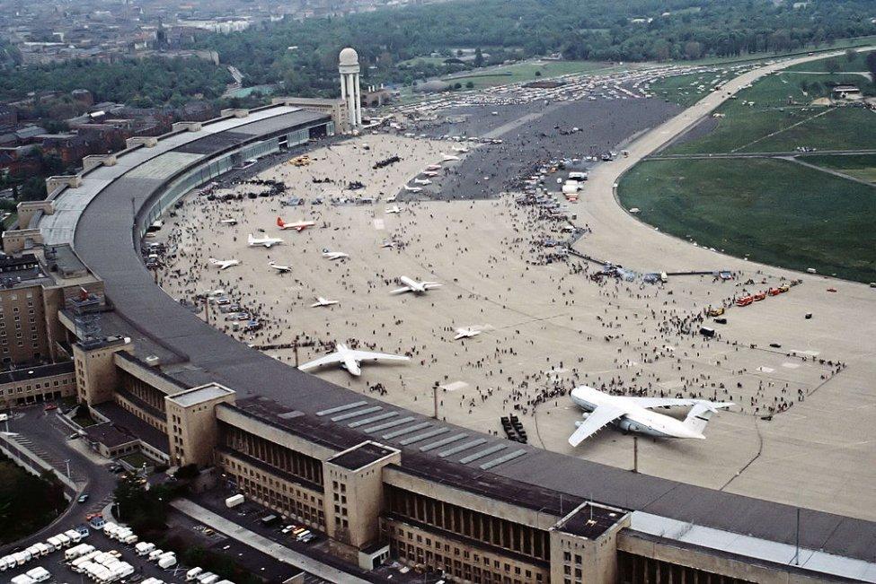 Navn:      1024px-FlughafenBerlinTempelhof1984.jpg Visninger: 140 Størrelse: 172.8 Kb