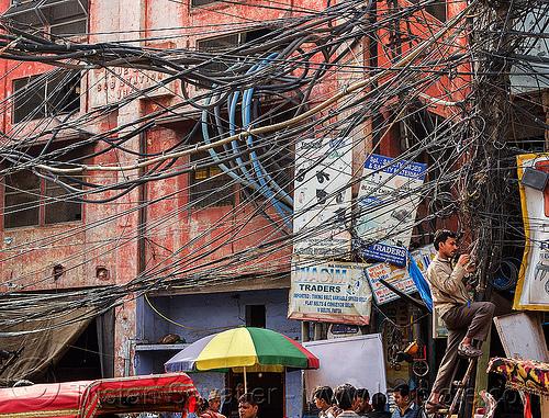 11639937624-tangled-electric-wiring-street-india.jpg