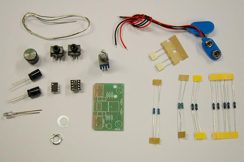 Navn:      800px-Cmoy_headphone_amplifier_in_parts.jpg Visninger: 192 Størrelse: 61.0 Kb
