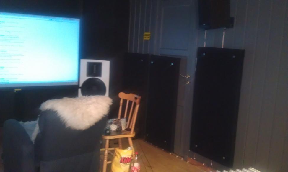 Akustikkplater høyre side ferdig.jpg
