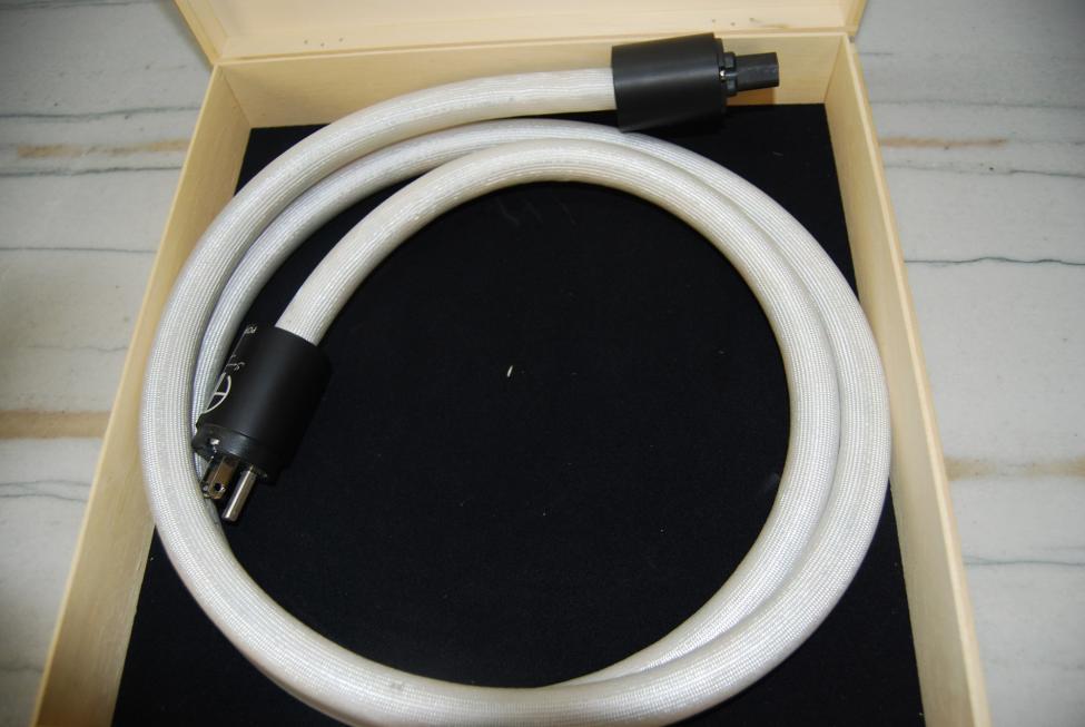 Navn:      Argento-Audio-Serenity-Power-Cord.jpg Visninger: 671 Størrelse: 57.5 Kb