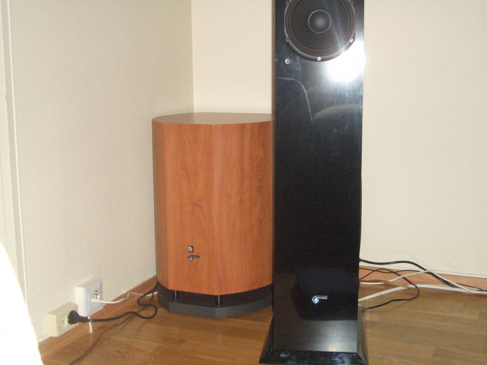 Navn:      Audio Pro Blue Diamond og Audio pro Avantek sub mk2.jpg Visninger: 498 Størrelse: 51.2 Kb
