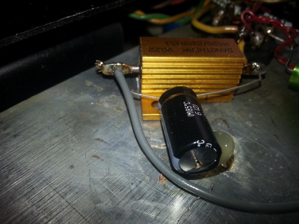 Navn:      Brent kondensator høyre el 34 rør.jpg Visninger: 906 Størrelse: 84.8 Kb