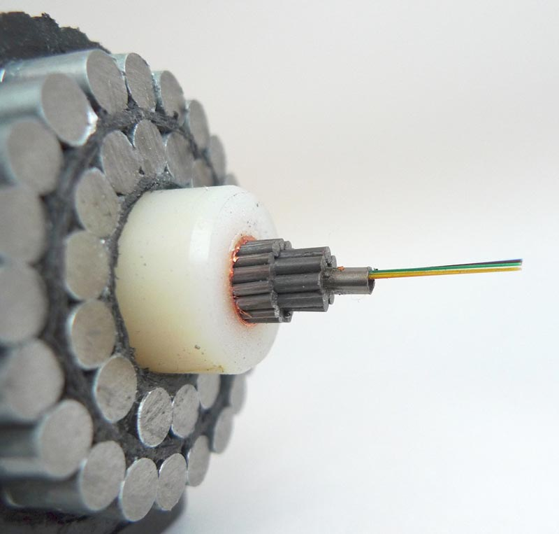 Navn:      close-up-of-a-fibre-optic-undersea-submarine-cable-2.jpg Visninger: 520 Størrelse: 54.9 Kb