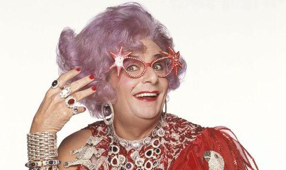 Dame-Edna-442376.jpg