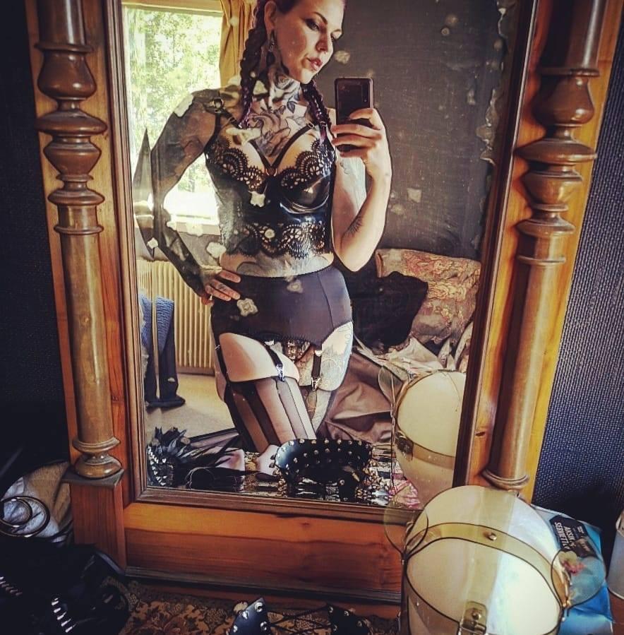 Dominique mirror.jpg