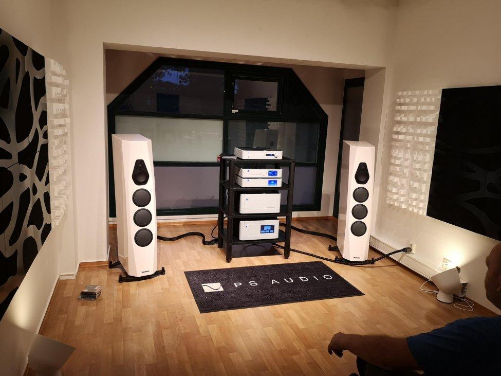Eli Acoustic 3.jpg