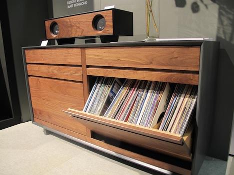 Oppbevaring til vinylplater fra dynamittkasse
