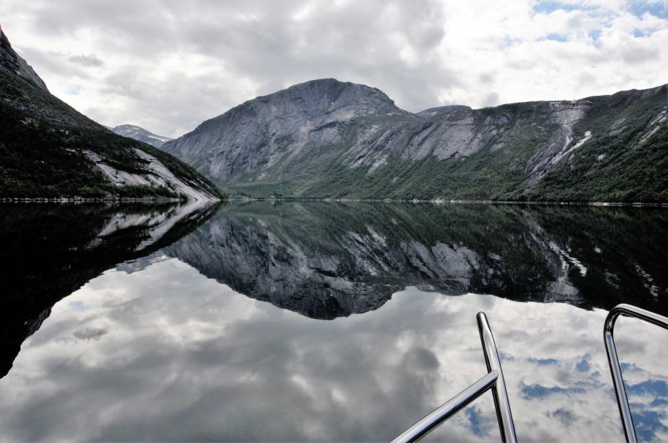 Navn:      inn grunnfjorden 2.jpg Visninger: 333 Størrelse: 82.7 Kb