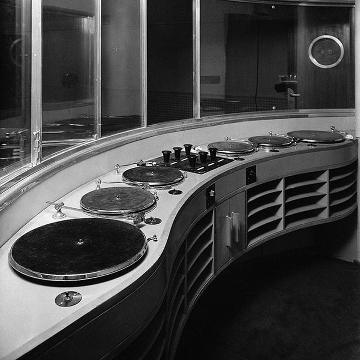 Interior of BBC Broadcasting House in 1932..jpg