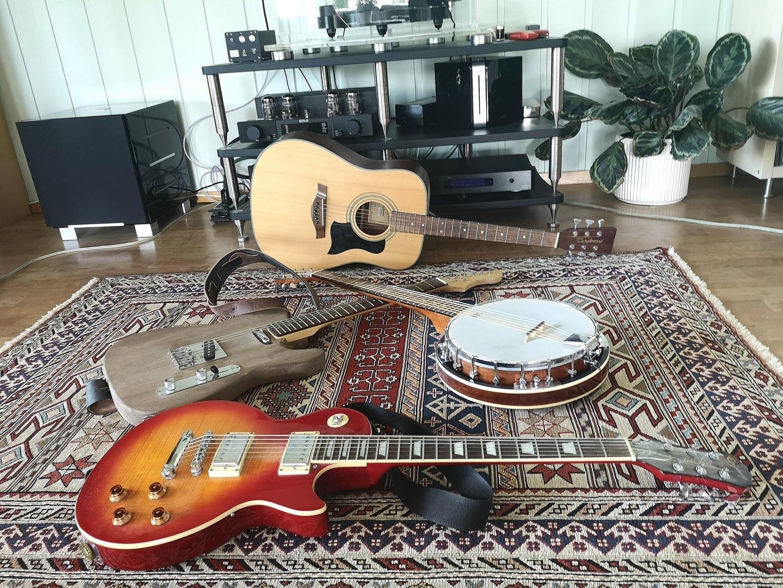 juli guitars.jpg