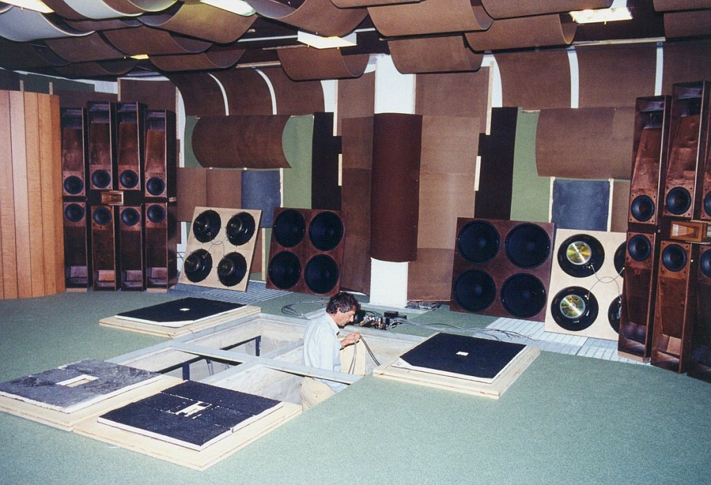 Meet-the-World-039-s-Most-Insane-Intriguing-and-Ultimately-Biggest-Subwoofer-4.jpg