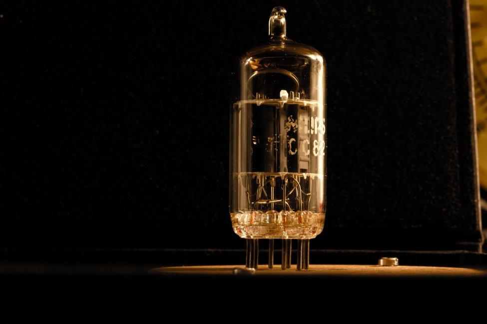 Navn:      Philips ecc82 30° declined ring getter .jpg Visninger: 141 Størrelse: 55.4 Kb