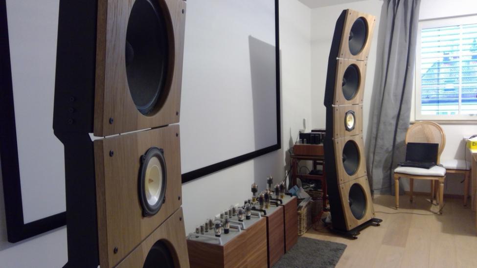 Navn:      Quintet15-with-Xoxativ-AC-4-Alnico-Open-Baffle-Speakers-by-PureAudioProject-at-Thomas-Mayer-Viny.jpg Visninger: 443 Størrelse: 49.7 Kb