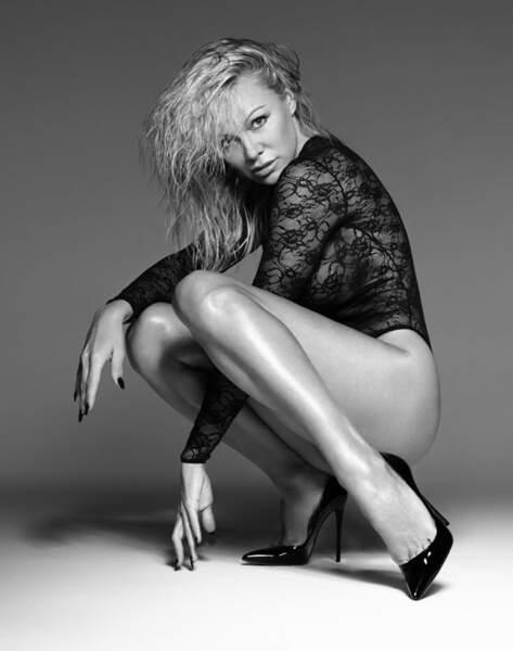 seins-nus-pamela-anderson-est-sexy-comme-jamais-pour-un-shooting-de-lingerie-erotique (1).jpg