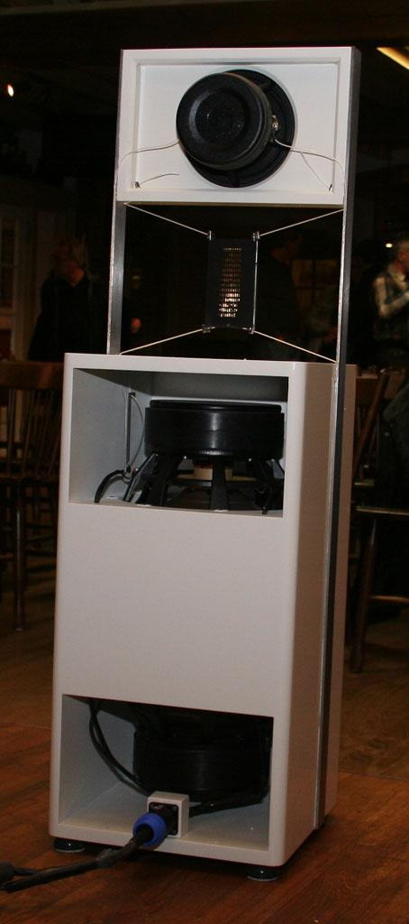 Navn:      speaker2.jpg Visninger: 318 Størrelse: 80.2 Kb