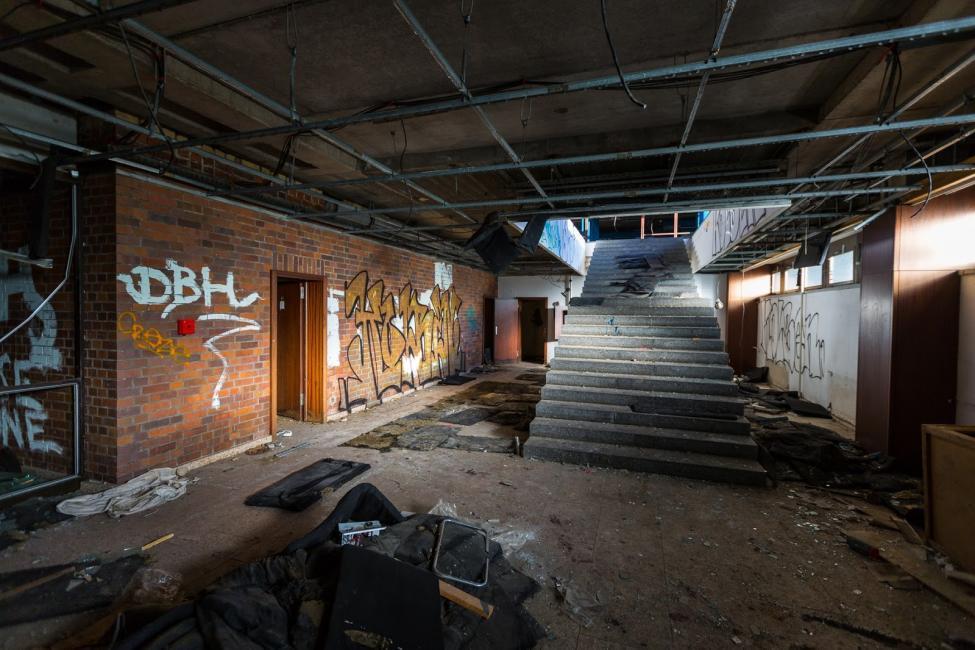 Navn:      Sporthotel Hohenschönhausen Abandoned Berlin-3225.jpg Visninger: 1003 Størrelse: 98.2 Kb