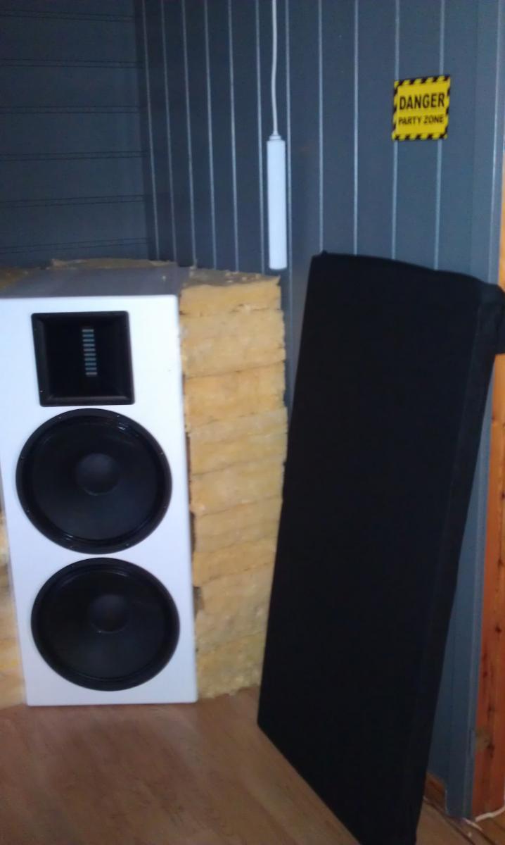 Start akustikk på sidevegger.jpg