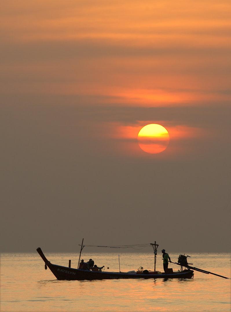 sunset20050319-019lthaiboat.jpg