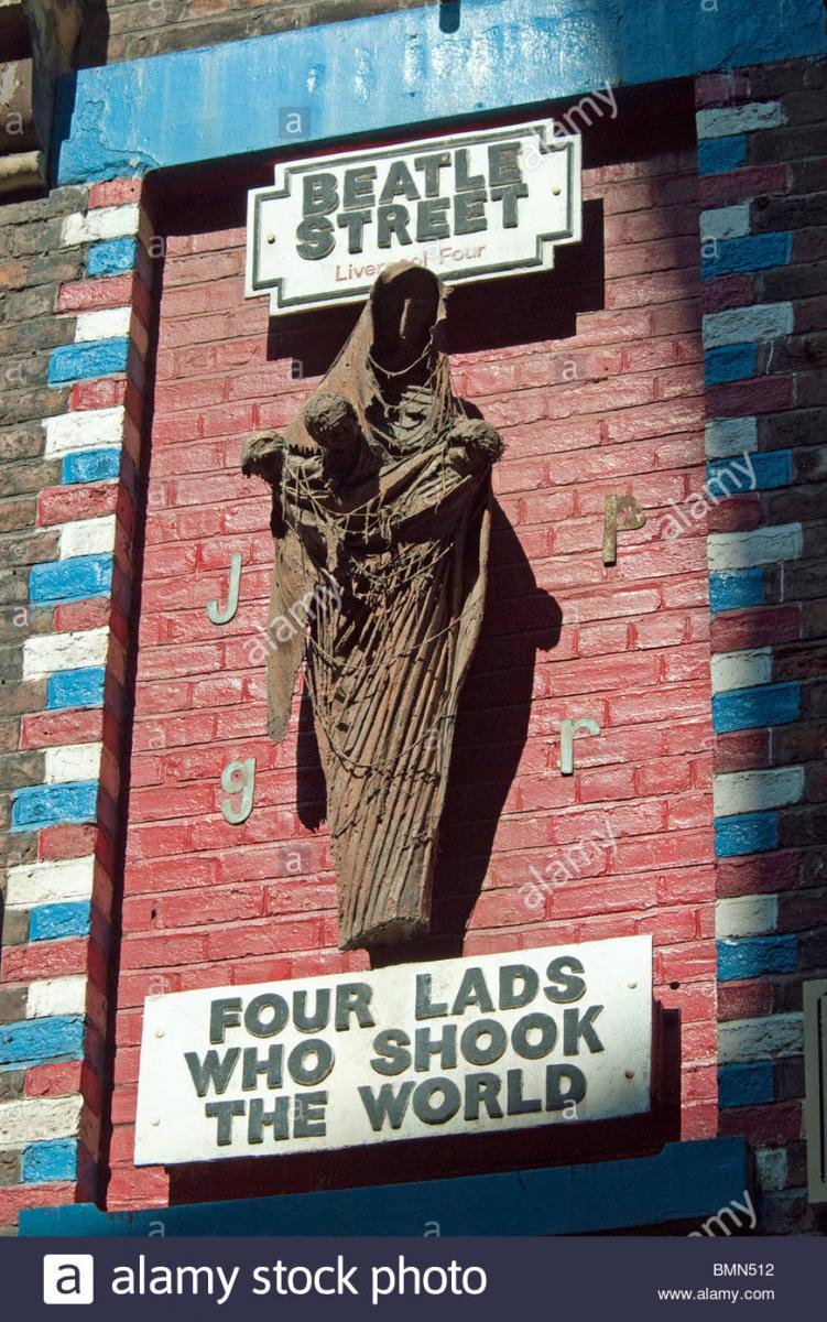 Navn:      the-sculpture-in-mathew-street-liverpool-by-arthur-dooley-celebrating-BMN512.jpg Visninger: 228 Størrelse: 185.4 Kb