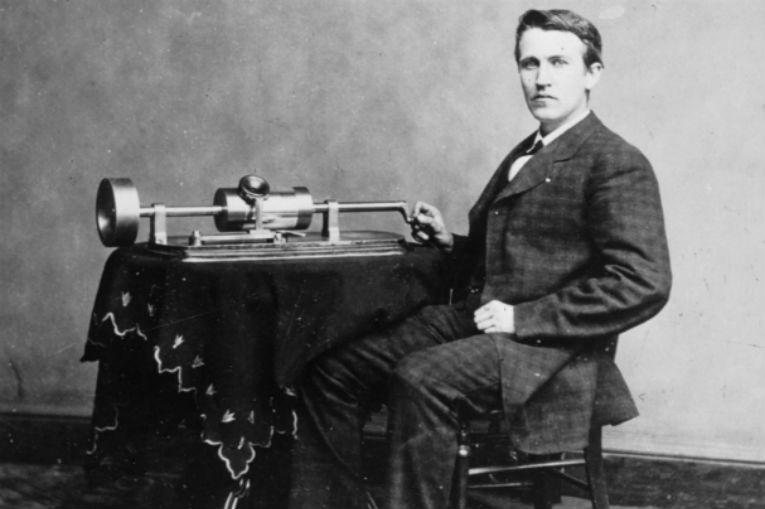 Navn:      thomas-edison-gramophone.jpg Visninger: 264 Størrelse: 48.1 Kb
