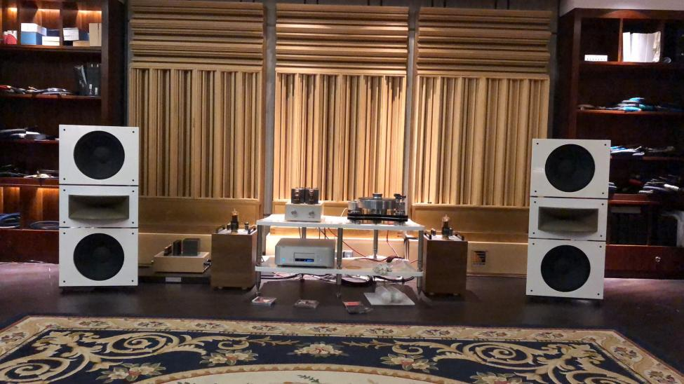 Trio15-Horn1-Open-Baffle-Speakers-by-PureAudioProject-with-Thomas-Mayer-amp-1.jpg