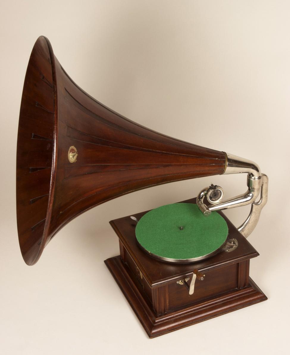 Navn:      tutgrammofon.jpg Visninger: 158 Størrelse: 72.4 Kb