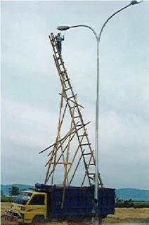 unsafe ladder on truck.jpg