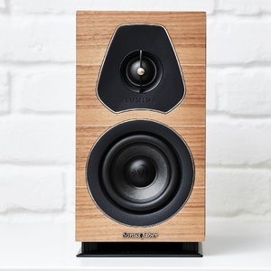 Sonus_Faber_Lumina_I_Wood_Lifestyle_MC2.jpg